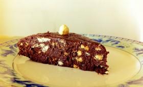 Bir dilim kakaoulu bisküvili pasta